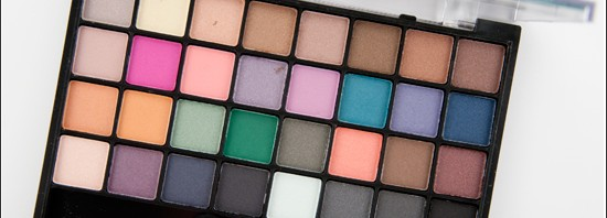 e.l.f. 32 Piece Brights Eyeshadow Palette Recension, Swatches, Bilder