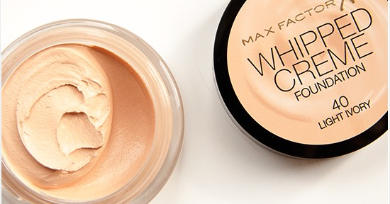 Max Factor Whipped Cream Foundation (40 Ivory) Recension, Swatches, Bilder