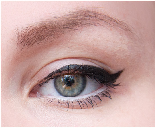 The-Body-Shop-Smoky-2-in-1-Gel-Liner