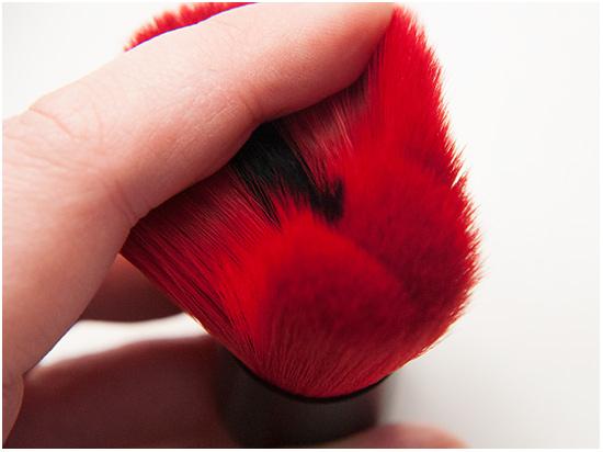The-Body-Shop-Blush-Brush-Smoky-Poppy003