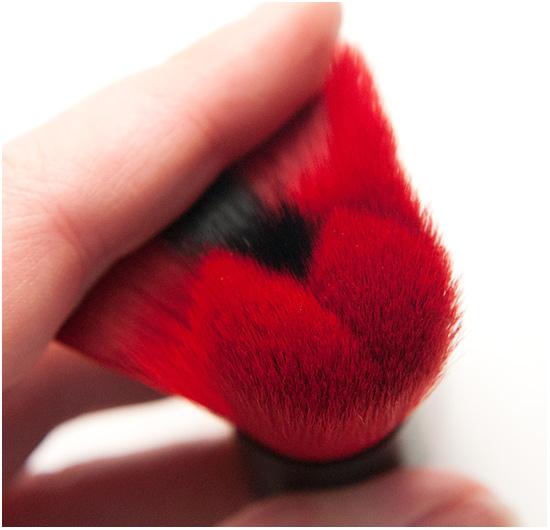 The-Body-Shop-Blush-Brush-Smoky-Poppy004