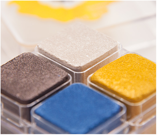 The-Body-Shop-Yellow-Poppy-Shimmer-Cubes002