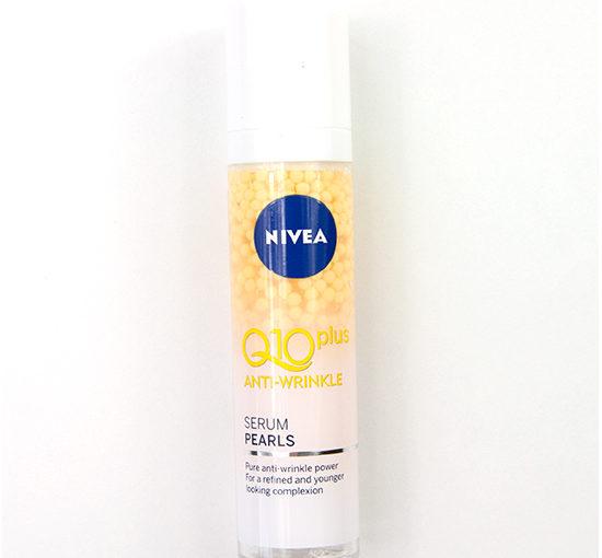 NIVEA Q10plus Anti-Wrinkle Serum Pearls Recension, Swatches, Bilder