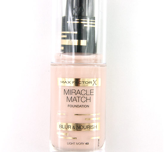 Max Factor Miracle Match Blur & Nourish Foundation Recension, Bilder, Swatches