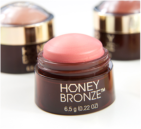 The Body Shop Honey Bronze Highlighting Dome Swatches & Bilder