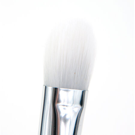 Real Techniques Bold Metals Brush 200 Oval Eyeshadow Brush